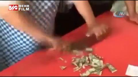 خردکردن دلار جای گوشت توسط قصاب ترکیهای!