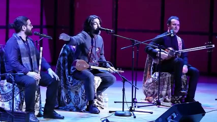 کنایه سنگین «پرواز همای» به خاوری در کنسرت کانادا